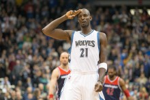 Feb 25, 2015; Minneapolis, MN, USA; Minnesota Timberwolves forward Kevin Garnett (21) salutes the fans during a game against the Washington Wizards at Target Center. Mandatory Credit: Jesse Johnson-USA TODAY Sports
